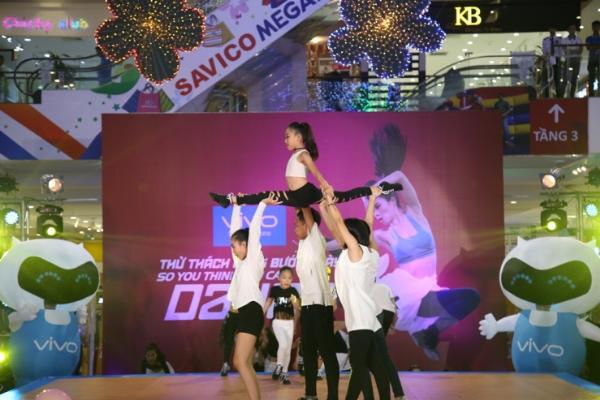 van-mai-huong-nhay-sung-dien-do-goi-cam-len-san-khau-6
