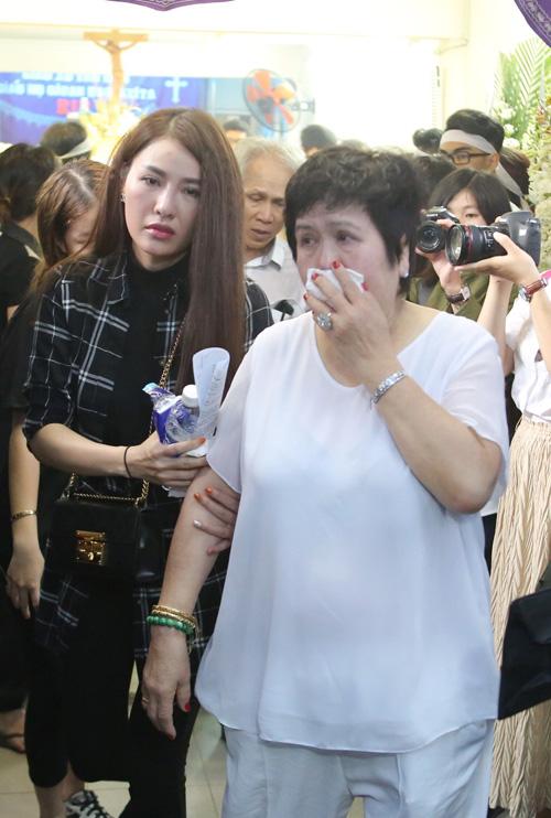 dong-nghiep-khoc-nuc-no-trong-phut-chia-ly-minh-thuan-2