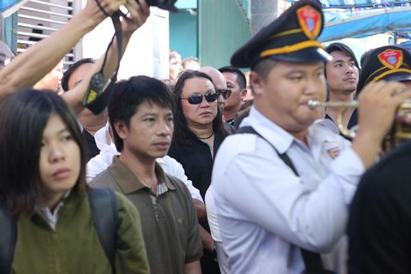 dong-nghiep-khoc-nuc-no-trong-phut-chia-ly-minh-thuan-3
