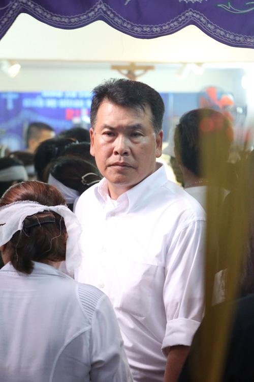 dong-nghiep-khoc-nuc-no-trong-phut-chia-ly-minh-thuan-5