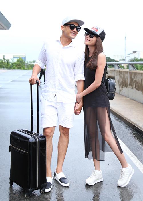 luong-the-thanh-thuy-diem-nam-chat-tay-nhau-o-san-bay-8