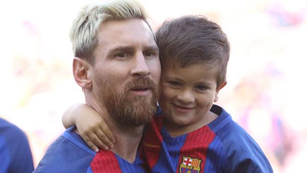 Cậu nhóc Thiago nhà Messi sắp đón sinh nhật lần thứ 4 vào tháng 11 tới.