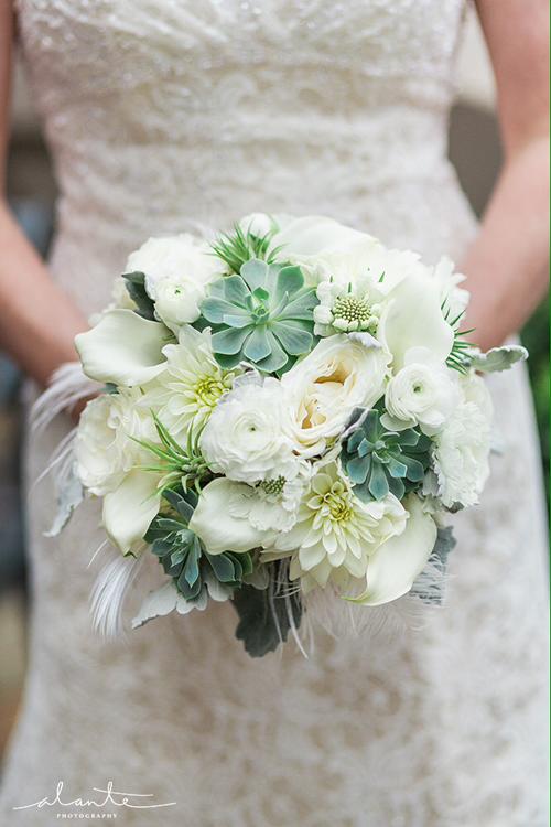 [Caption]Loại sen đá phổ biến nhất là những bông màu xanh nhỏ, có hình dáng như hoa hồng nhiều lớp.