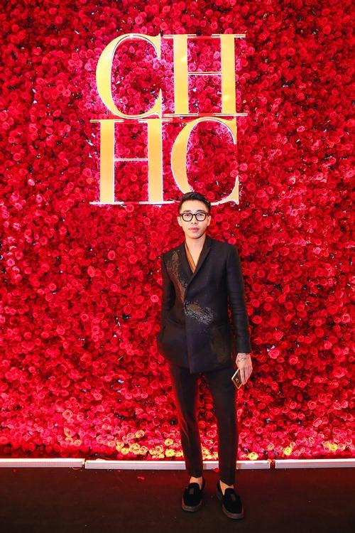 Stylist Hoàng Ku cũng bay từ Hà Nội vào Tp. HCM để kịp tham dự đêm khai trương.