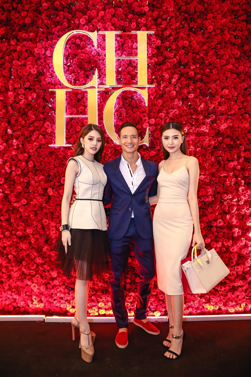 Hoa hậu người Việt tại Úc Jolie Nguyễn, diễn viên Kim Lý và giải đồng siêu mẫu Ngọc Duyên rạng rỡ tạo dáng trước cửa hàng.