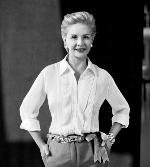 Là người phụ nữ thanh lịch trong giới thời trang quốc tế, Carolina Herrera giới thiệu bộ sưu tập nữ đầu tiên vào năm 1981 tại New York. Sau đó, thương hiệu thời trang Carolina Herrera ra đời, mang đậm phong cách quyến rũ, cá tính, sang trọng và tinh tế.
