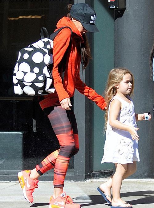 Biểu tượng thời trang từng tẽn tò khi bị con gái chê trong một lần đến trường đón con. Ảnh: