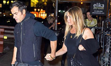 Jennifer Aniston hạnh phúc bên chồng thứ hai