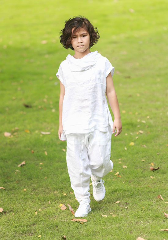 Ngoài show diễn ấn tượng của thương hiệu KK Children tại VJFW 2016 với màn biểu diễn trống ấn tượng của cậu bé 7 tuổi thì các BST của những nhà thiết kế khác như Đỗ Mạnh Cường, Kelly Bùi,& cũng để lại nhiều ấn tượng. Đặc biệt dù đây là năm đầu tiên Tuần lễ thời trang thiếu nhi được tổ chức ở Việt Nam nhưng BTC, các nhà thiết kế tham gia đều có sự chuẩn bị, đầu tư công phu. Trên kênh mạng xã hội, giải trí, thông tin chương trình cùng hình ảnh xuất hiện dày đặc, được chia sẻ với tốc độ chóng mặt.