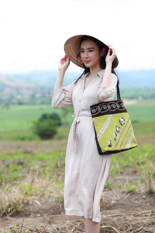 angela-phuong-trinh-lam-co-giao-diu-dang-vung-cao