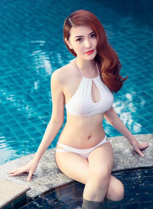 ngoc-duyen-dien-bikini-tao-dang-sexy-ben-ho-boi-2