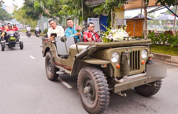 dj-wang-tran-gay-chu-y-khi-ruoc-dau-bang-xe-jeep-moto-co
