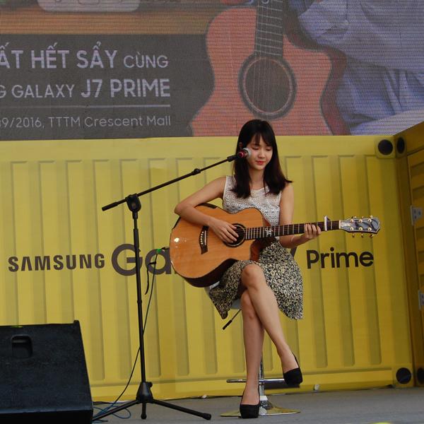 Jang Mi Bảo Trang - cô gái trẻ được chú ý từ clip quay lén bản cover Sau tất cả trên xe bus dành tặng những ca khúc trữ tình đằm thắm của dòng nhạc bolero.