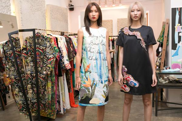 Cùng với Linh Nga, dàn người mẫu trẻ cũng có mặt tại buổi thử trang phục lần cuối trước giờ khai màn của đêm diễn được giới mộ điệu thời trang trong nước chờ đợi.