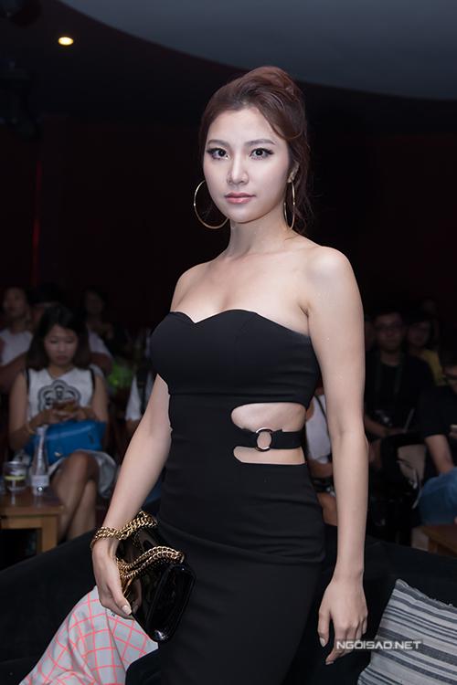 bich-phuong-ke-chuyen-khong-biet-nhay-van-di-hat-quan-bar-10