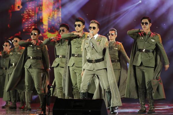 mr-dam-tiem-thuoc-giam-dau-dien-sung-trong-liveshow-12-ty-5