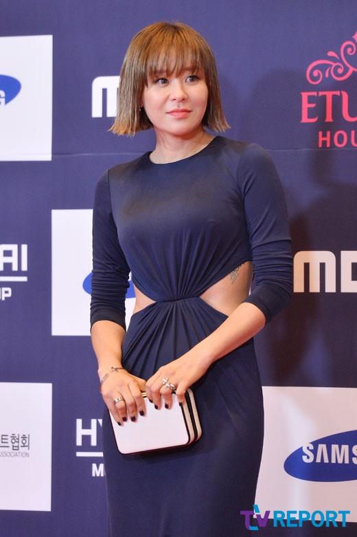 my-nhan-han-dua-nhau-mac-sexy-tren-tham-do-apan-7