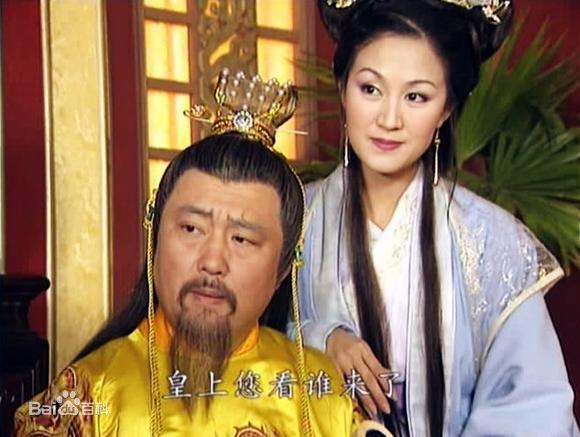 nhung-nu-dien-vien-bo-nghiep-dien-ve-lam-hau-phuong-cho-chong-5