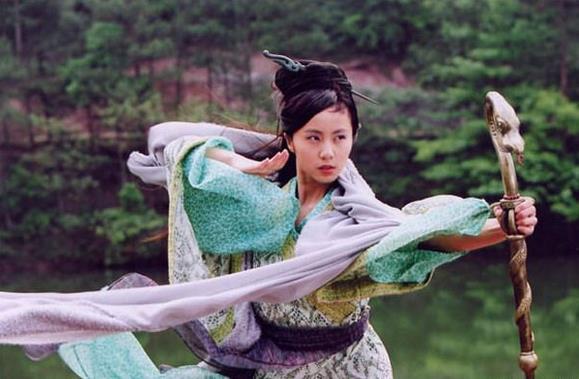 nhung-nu-dien-vien-bo-nghiep-dien-ve-lam-hau-phuong-cho-chong-3