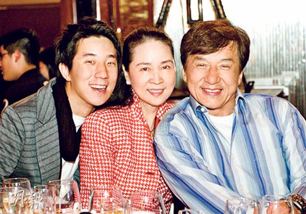 nhung-nu-dien-vien-bo-nghiep-dien-ve-lam-hau-phuong-cho-chong-2