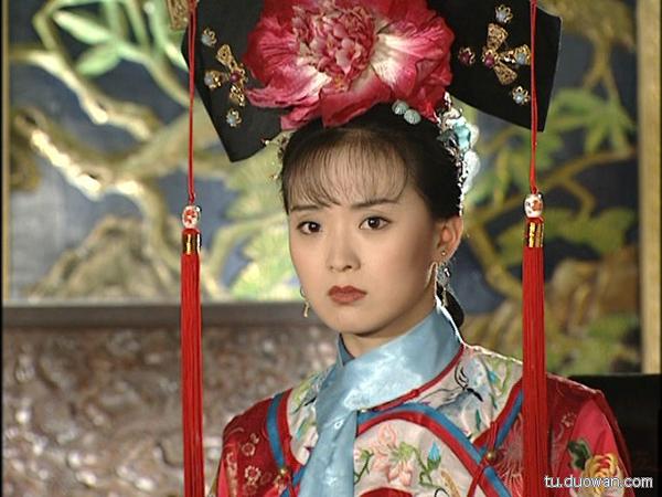 nhung-nu-dien-vien-bo-nghiep-dien-ve-lam-hau-phuong-cho-chong-7