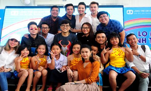 Sao Việt nhận đỡ đầu cho nhiều trẻ mồ côi làng SOS