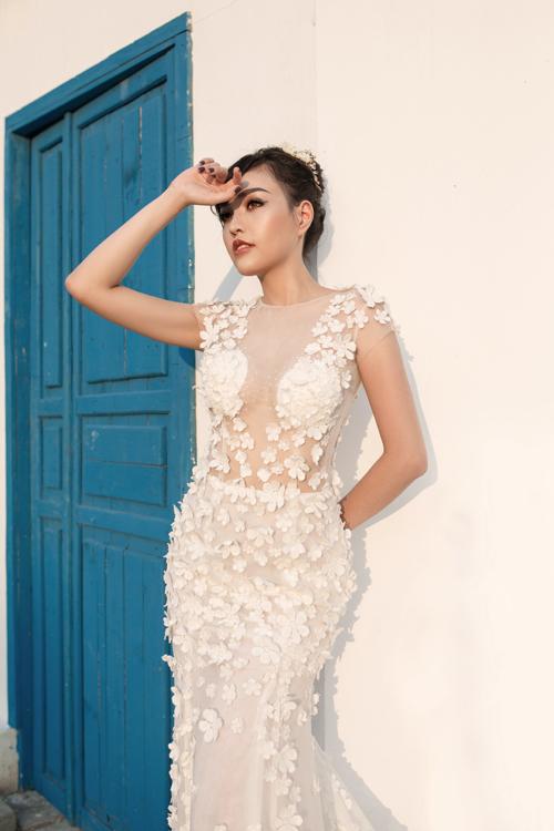 [Caption]Váy cưới đính hoa 3D là một trong những xu hướng nổi bật trong vài năm trở lại đây.