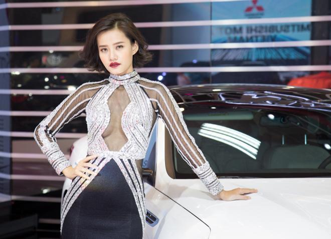 Dàn người mẫu lung linh tại Việt Nam Motor Show 2016