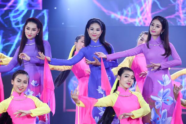 tran-thanh-ngot-ngao-om-hari-won-8