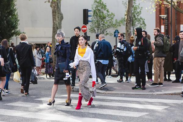 fashionista-viet-toa-sang-tren-pho-paris-5