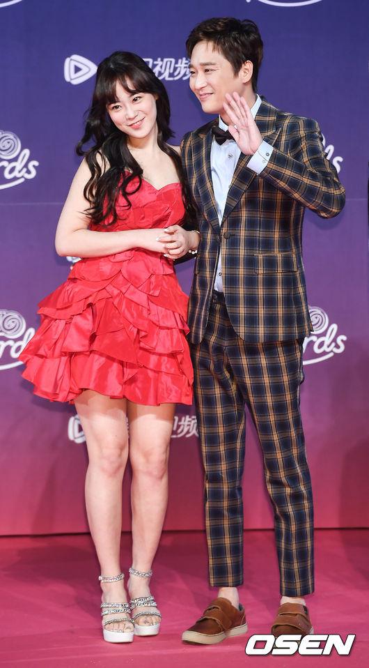Cặp đôi ca sĩHeo YoungJi và diễn viênHeo Jeong Min.
