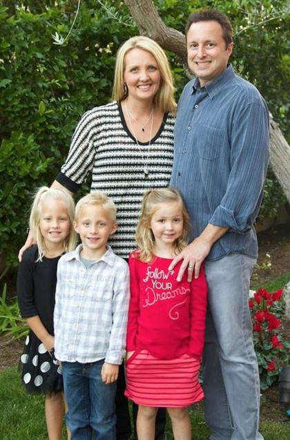 Tháng 4/2007, chị Lori ở thành phố Mission Viejo (California) đưa ba con là bé Kyle (5 tuổi), Emma (4 tuổi) và Katie (2 tuổi) đi sắm đồ để mừng sinh nhật của con cả. Không may trên đường về một chiếc xe tải đã đâm thẳng vào xe của chị,