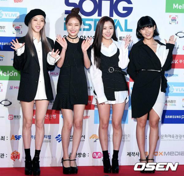 Mamamoo có 4 thành viên: Solar, Moon Byul, Whee In và Whasa,