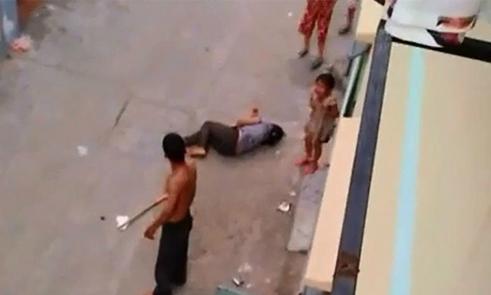 Say xỉn, chồng dùng dao cứa cổ vợ ngay giữa đường