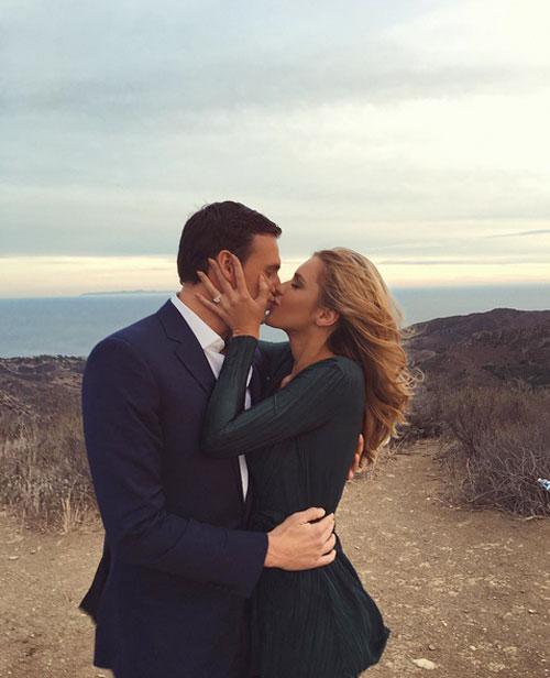 Giây phút ngọt ngào và hạnh phúc của cặp đôi.