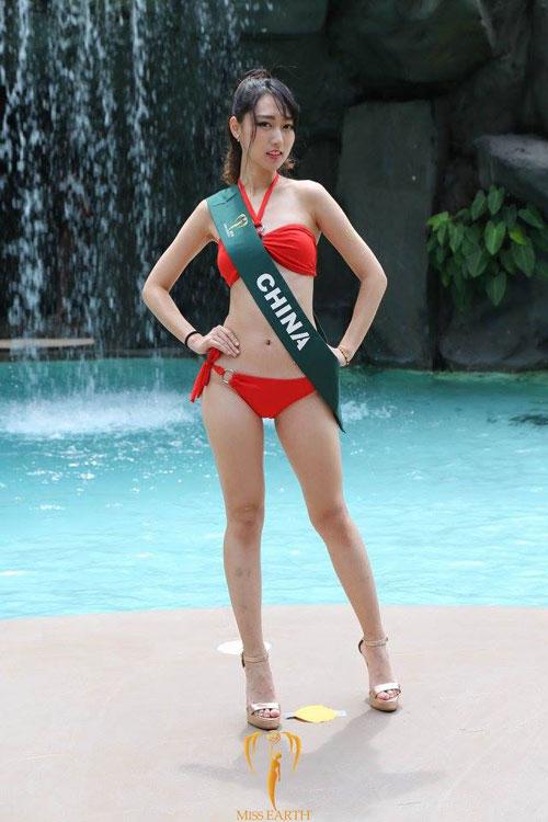 nam-em-dien-bikini-khoe-dang-ben-dan-thi-sinh-miss-earth-20