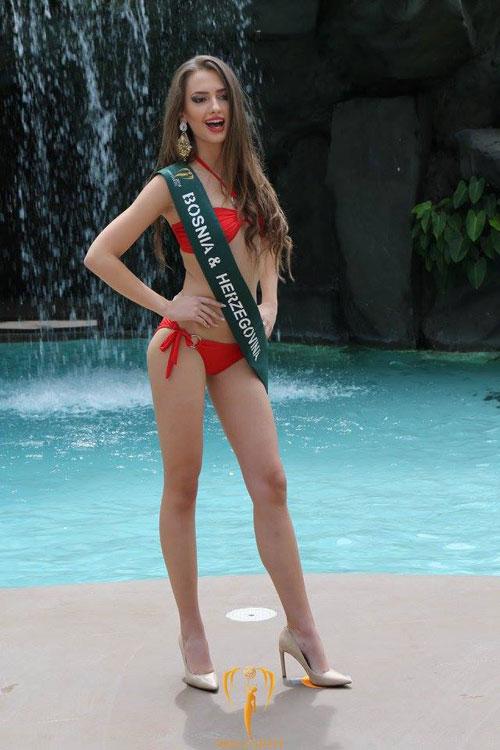 nam-em-dien-bikini-khoe-dang-ben-dan-thi-sinh-miss-earth-16