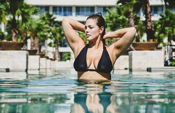 mau-beo-hot-nhat-the-gioi-khoe-duong-cong-hut-mat-voi-bikini-6