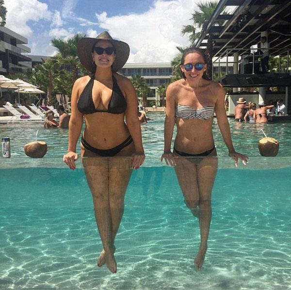 mau-beo-hot-nhat-the-gioi-khoe-duong-cong-hut-mat-voi-bikini-7