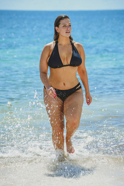 mau-beo-hot-nhat-the-gioi-khoe-duong-cong-hut-mat-voi-bikini