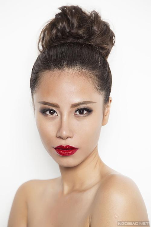 Bộ ảnh được thực hiện với sự hỗ trợ của Makeup: Andy Phan, Hair: Chiyono Barnes, Photo: Hoàng Trần.