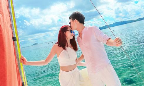 Ảnh cưới trên thuyền buồm ở Cô Tô của cặp đôi mê du lịch