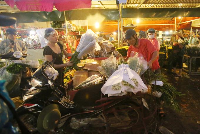 Khu chợ nhiều màu sắc và hương thơm nhất Hà Nội