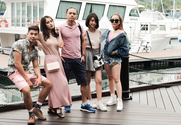 van-anh-tu-vi-cung-ban-be-vui-dua-o-singapore-4