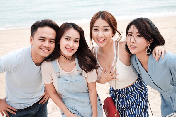 van-anh-tu-vi-cung-ban-be-vui-dua-o-singapore-5
