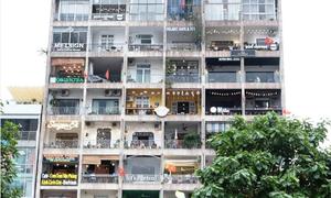 Khu chung cư chật kín quán cà phê ở Sài Gòn