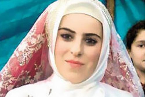 Derya B bị gả cưới năm 14 tuổi. Ảnh: Mirror