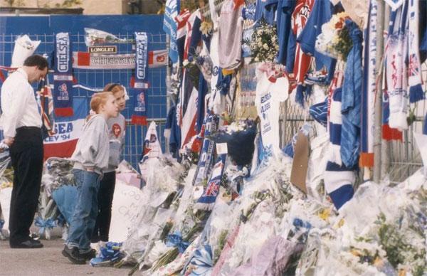 Fan Chelsea tưởng nhớMatthew Harding