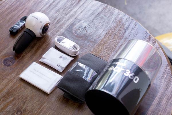 mo-hop-camera-samsung-gear-360-gia-7-trieu-dong-1