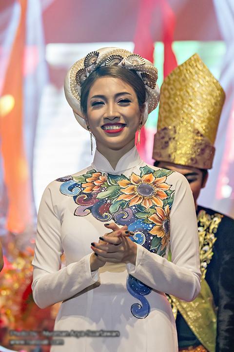 pha-le-mac-ao-dai-khi-du-lien-hoan-am-nhac-o-indonesia-7